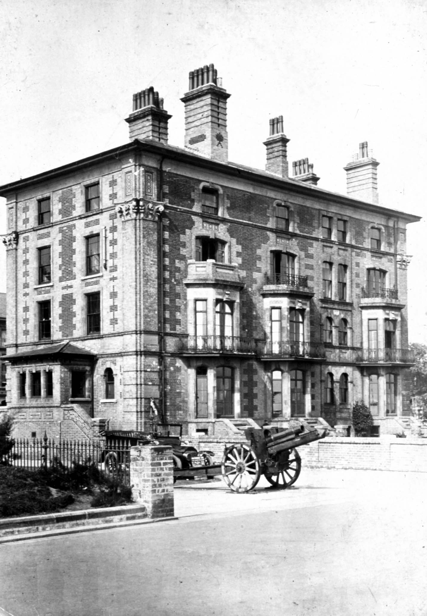a black and white photograph of a building
